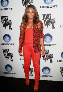 http://img291.imagevenue.com/loc10/th_493103597_ChristinaMilian_JustDance4Launch_13_122_10lo.jpg