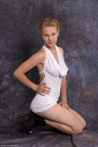 http://img291.imagevenue.com/loc14/th_028790652_tduid300163_Silver_Sandrinya_whitedress_1_029_122_14lo.jpg