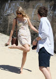 Тайлор Свифт, фото 12213. Taylor Swift Bondi Beach after breakfast at Bill Darlinghurst in Sydney - 08.03.2012, foto 12213
