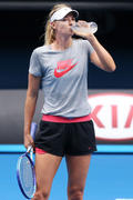 Maria sharapova - Practice session in Melbourne 1/15/2015