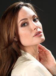 http://img291.imagevenue.com/loc37/th_899433556_tduid300217_angelinajolie_lbh6_122_37lo.jpg