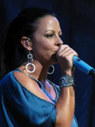 Sara Evans - live in Cincinnati, OH - 7/22/2011 - X 28 MQs (sexy in shorts!)