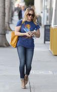 http://img291.imagevenue.com/loc439/th_740488334_Hilary_Duff_nail_salon1_122_439lo.jpg