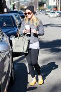 http://img291.imagevenue.com/loc502/th_848733937_Hilary_Duff_Out_in_Beverly_Hills15_122_502lo.jpg